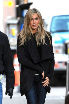 Jennifer Aniston Photos Photos - Jennifer Aniston on Set in NY - Zimbio