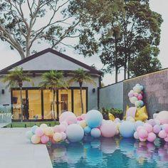 Pool Party Decorations, Balloon Decorations, Flower Decorations, Decoration Party, Birthday Balloons, Birthday Party Themes, Girl Birthday, Balloon Installation, Popular Birthdays