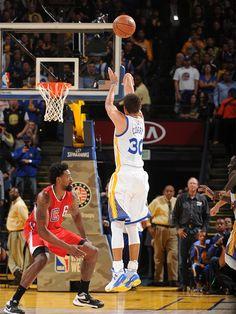 Warriors Guard Stephen Curry Named Kia NBA Most Valuable Player Stephen Curry Shooting, Golden State Warriors Basketball, Warriors Stephen Curry, Curry Basketball, Nba Pictures, Nba Championships, Oklahoma City Thunder, Houston Rockets, Santa Muerte