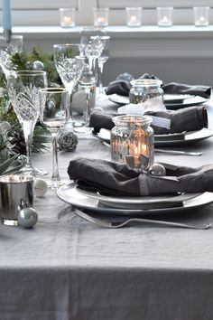 Pure Linen Napkins simply tied with ribbon for the big day Christmas Table Linen, Christmas Napkins, Christmas Table Settings, Christmas Tablescapes, Linen Tablecloth, Linen Napkins, Table Linens, Muted Colors