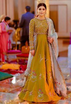 Shadi Dresses, Pakistani Formal Dresses, Pakistani Dress Design, Pakistani Fashion Party Wear, Pakistani Wedding Outfits, Bridal Outfits, Stylish Dress Designs, Stylish Dresses, Fashion Dresses