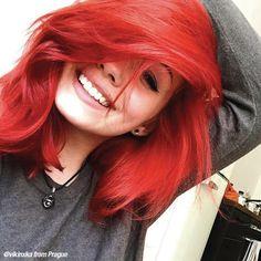 Short Hair Up, Layered Hair With Bangs, Medium Layered Hair, Short Brown Hair, Medium Short Hair, Medium Hair Styles, Short Hair Styles, Short Bright Red Hair, Red Hair With Black Tips
