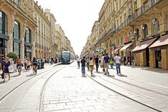 Bordeaux, destination touristique qui monte – blog  lysbooking Cours de l'intendance - crédit photo Dennis Jarvis