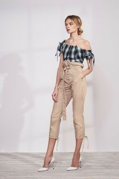 Marissa Webb Resort 2018 Fashion Show Collection Vogue Fashion, Fashion 2018, Runway Fashion, High Fashion, Fashion Outfits, Fashion Trends, Haute Couture Style, Fashion Show Collection, Blouses For Women