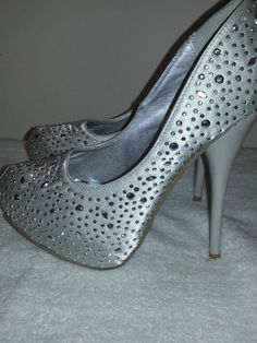WOMENS SILVER SHOES KESHA  platform heel pumps   beeded size 7 club Heels