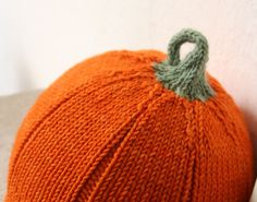 Here's another free pattern  for you. It's a cute pumpkin-shaped hat  with a rolled hem. It's very similar to some other pumpkin hat  patter...