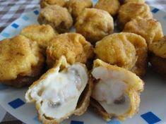 Champiñones empanados rellenos de bechamel de gambas. Ver receta: http://www.mis-recetas.org/recetas/show/39436-champinones-empanados-rellenos-de-bechamel-de-gambas