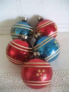 1940's Christmas Ornament Set 5Stenciled Red by SusieQsVintageShop, $12.00