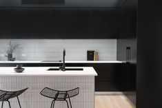Is Black Tapware a Fad or Here to Stay? – Meir Reno Shows, Bathroom Tapware, Kitchen Mixer Taps, Kitchen Sinks, Closed Kitchen, Black Taps, Black Shower, Mixers, Cabinet Handles