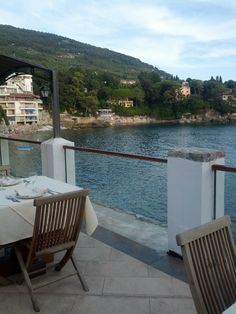 La Liguria si sa, pur non essendo priva di alcune produzioni artigianali di particolare pregio, non