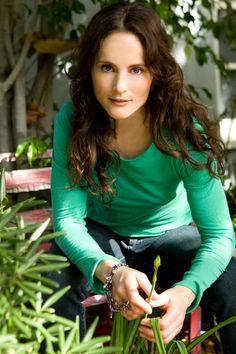 sara melson singer