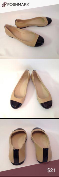 Nine West flats 7M tan & black patent Excellent condition Nine West ... Size 7M .. Tan/Black man-made material Nine West Shoes Flats & Loafers