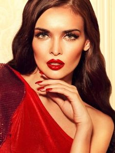 Stunning red lips! #beautyblogger http://www.themakeupblogger.com/sessions