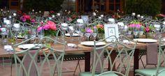 Boda en #almiraldelafont #peony #summerwedding #sitgeswedding #flowers #barcelonawedding #bodabarcelona #sitgesflowershop #brightcolourswedding #centerpieces