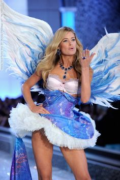 Victorias Secret Fashion Show 2011 (Runway & Backstage) part 7 (113 HQ pictures)  #AdrianaLima #AlessandraAmbrosio #BehatiPrinsloo #CandiceSwanepoel #DoutzenKroes #ElsaHosk #ErinHeatherton #LilyAldridge #LindsayEllingson #MirandaKerr #VictoriasSecretFashionShow #Victoria'sSecret #vsfs #lingerie #vsfashionshow #runway See full set - http://celebsvenue.com/victorias-secret-fashion-show-2011-runway-backstage-part-7-113-hq-pictures/