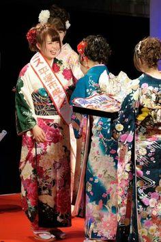 2014年度平塚市の成人式のミスコン企画で……なんとっ!! 絹の柳屋で振袖をご契約下さった加藤様がグランプリに輝いたとの事です♪  加藤様おめでとうございました(^3^)/~☆