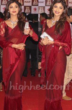 Shilpa Shetty in Velvet Border Saree - Bollywood Saree: Sari Blouse Designs, Designer Blouse Patterns, Bollywood Sarees Online, Bollywood Fashion, Indian Saris, Indian Wear, Shilpa Shetty Saree, Party Sarees, Indian Models