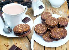 Biscuits au pralin fourrés au chocolat noir
