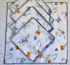 5 lovely retro linen napkins by Vera Neumann, blue and orange butterflies *CONDITION: great vintage condition, some have faint discolorations (did not try to remove) see last pic *SIZE: 16 x 16 Orange Butterfly, Vintage Kitchen Decor, Vintage Linen, Linen Napkins, Hat Pins, Xmas Cards, Handmade Items, Quilts, Retro