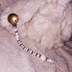 Nuggikette gold weiss🏅 #nuggiketten #nuggikette #thun #gold #weiss #schwanger2019 #mami2019 #baby #geschenkidee #geschenk #handgemacht #👸 Little Star, Gold, Baby, Beaded Bracelets, Instagram, Jewelry, Fashion, Necklaces, Gifts