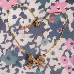 Lace Bowknot Necklace DIY, jewelry DIY  http://tech.beads.us/details-Lace-Bowknot-Necklace-2724.html
