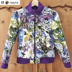 Love this floral Cookie blouson from #napyka  Perfect for spring. Thanks @napyka for sharing the photo! #sewing #naaien #wafflepatterns