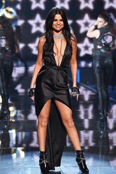 Selena Gomez's fashion tips. #fashion #style #outfit #selenagomez #hair #makeup