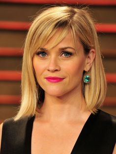 Reese Witherspoon is looking gorgeous with her long bob and side Square Face Hairstyles, Hairstyles For Round Faces, Hairstyles 2018, Heart Shaped Face Hairstyles, Side Fringe Hairstyles, Thin Hairstyles, Summer Hairstyles, Alexa Chung Hair, Medium Hair Styles