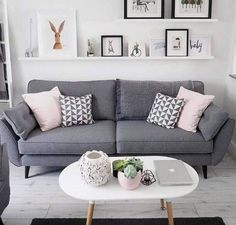 Wohnzimmer Dekor graues Sofa Wohnzimmer Dekor graues Sofa The post Wohnzimmer Dekor graues Sofa & Room Inspo appeared first on Living room decor . Living Room Decor Grey Sofa, New Living Room, Living Room Interior, Home And Living, Grey Sofa Decor, Charcoal Sofa Living Room, Blush And Grey Living Room, Modern Living, Modern Couch