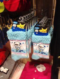 Pokemon Photos from Tokyo - Oshawott socks