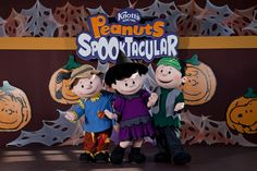 Knotts Berry Farms Peanuts Spooktacular every weekend in October. SO MUCH FUN!! And it isn't scary!! #hosted