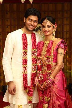 70 Best Ideas indian bridal hairstyles with flowers wedding photography Tamil Wedding, Wedding Mandap, Saree Wedding, Wedding Hair, Wedding Dresses, South Indian Weddings, South Indian Bride, Flower Garland Wedding, Wedding Garlands
