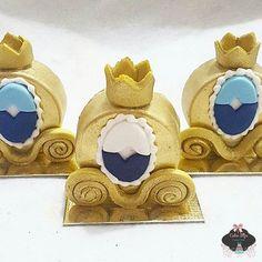 Carruagem de chocolate ♡ #boloprincipe #realeza #festarealeza #bolorealeza #festaprincipe ...