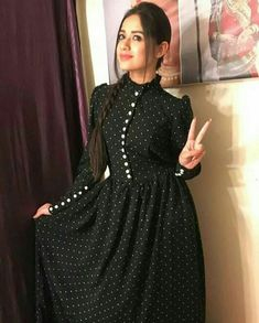 Crepe Silk Casual Kurti in Black and Grey with Printed work Stylish Dresses, Simple Dresses, Casual Dresses, Pakistani Dresses Casual, Dress Neck Designs, Designs For Dresses, Indian Designer Outfits, Designer Dresses, Muslim Fashion