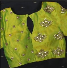 New Latest Blouse Designs - The handmade craft Simple Blouse Designs, Stylish Blouse Design, Blouse Back Neck Designs, Fancy Blouse Designs, Bridal Blouse Designs, Saree Blouse Designs, Traditional Blouse Designs, Kurta Designs, Sari Design