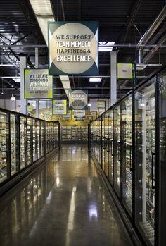 Whole Foods Market Palm Desert, Aldi Grocery Store, Cinema Architecture, Restaurant Hotel, Warehouse Project, Supermarket Design, Wayfinding Signage, Whole Foods Market, New Market