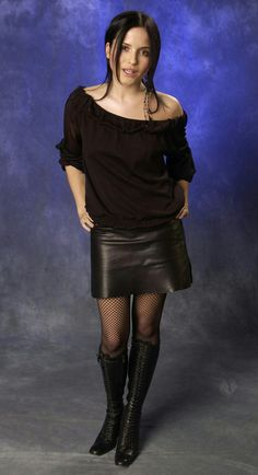 Andrea Corr in a leather mini and boots. Or indeed lust over? Pvc Skirt, Mini Skirt, Botas Sexy, Leder Outfits, Cleopatra, Leather Boots, Leather Skirts, Leather Fashion, Skirt Fashion