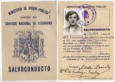 Salvoconducto expedido en San Sebastián en 1938. Mide 12 x 8,5 cm.
