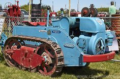 A 1953 Ransomes which was a small tracked vehicle intended for use on rough ground with small implements and for towing in contracting or on a building site. More Tractor Photos. Case Ih Tractors, Small Tractors, Old Tractors, John Deere Tractors, Mahindra Tractor, Tractor Pictures, Minneapolis Moline, Allis Chalmers Tractors