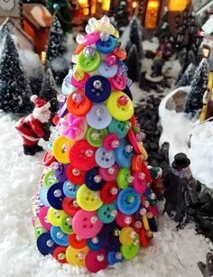 Vánoční stromeček a Santa Claus Button Tree, Christmas Buttons, Birthday Candles, Christmas Decorations, Christmas Decor, Christmas Tables, Christmas Jewelry