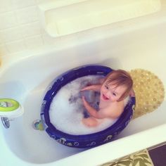 Use a small kiddie pool as a tub. #parenthacks