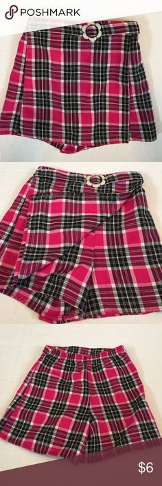 💜 size 6 Philly California skorts Shorts with a panel on the front to look like a skirt.  Cute plaid.  GUC. Philly California Bottoms Skorts