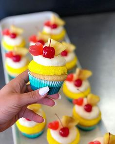 Weekends are better with PIÑA COLADA cupcakes by @thecakemamas  #pinacolada #summer #beach #beachlife #rum #maliburum #cupcakes #cake #pineapple #cherries #cupcakedecorating #cherry #cupcakeinspo #foodie #dessert