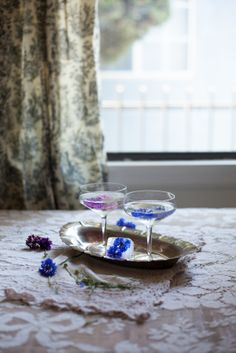 The Cornflower Kickback:  1/2 cup sugar 1/3 cup water 1/2 cup organic cornflower petals (not compressed) 4 shots gin 1 cup sparkling water 1/2 cup pear nectar a few whole cornflowers for garnish
