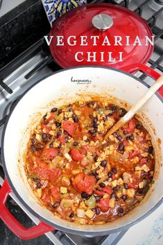 Simple Vegetarian Chili Recipe with Tempeh - Housewives of Frederick County Vegetarian Chili Easy, Healthy Chili, Low Carb Chili, Vegan Chili, Vegetarian Recipes, Chili Recipes, Meat Recipes, Green Pepper Recipes