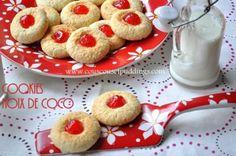 Cookies à la noix de coco et aux cerises confites