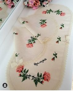 Cross Stitch Flowers, Cross Stitch Patterns, Hobbies And Crafts, Diy And Crafts, Bargello, Cross Stitching, Bed Sheets, Shabby Chic, Embroidery