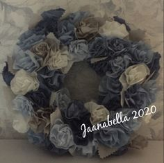 Ruusukranssi suodatinpusseista/Paper roses wreath Paper Roses, Burlap Wreath, Hanukkah, Wreaths, Handmade, Decor, Hand Made, Decoration, Door Wreaths