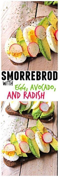 Smorrebrod with egg, avocado, and radish recipe // Rhubarbarians // Avocado toast / Healthy lunch / Healthy breakfast / #avocadotoast #smorrebrod #lunch #breakfast #healthy