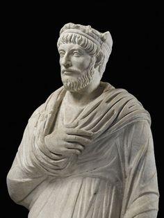 Prêtre de Sérapis - statue gallo-romaine - Musée de  Cluny - Paris